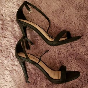 Anne Michelle EUC black ankle strap high heels.